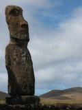 Moai och kulle Arkivfoto
