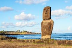 Moai på den Ahu tautiraen i soluppgången, påskö, Chile Arkivfoto