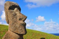 Moai solitario en la isla de pascua Foto de archivo libre de regalías