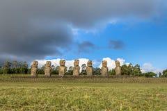 Moai-Statuen von Ahu Akivi, das einzige Moai, das den Ozean - Osterinsel, Chile gegenüberstellt stockfotografie