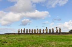 15 moai statui w Ahu Tongariki, Wielkanocna wyspa, Chile Zdjęcie Stock