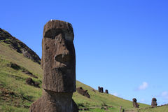 Moai statyer på Rano Raraku, påskö, Chile Arkivfoton