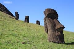 Moai statyer på Rano Raraku, påskö, Chile Royaltyfria Bilder