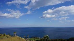 Moai w Japonia z niebieskim niebem zdjęcie stock