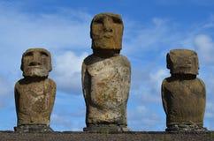 Moais в церемониальной платформе Ahu на пляже Tongariki, острове Rapa Nui пасхи Стоковая Фотография