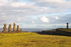 Moais dans Tahai, île de Pâques (Chili) Photo stock