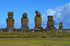 Moais på Ahu Tahai det ceremoniella komplexet nära Hanga Roa, Rapa Nui påskö Arkivfoto