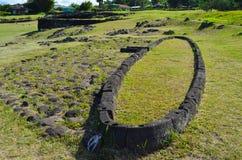 Moais på Ahu Tahai det ceremoniella komplexet nära Hanga Roa, Rapa Nui påskö Arkivfoton