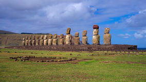Moais på Ahu Tongariki, påskö, Chile Arkivfoto