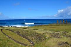 Moais przy Ahu Tahai ceremonialnym kompleksem blisko Hanga Roa, Rapa Nui Wielkanocna wyspa Zdjęcia Royalty Free