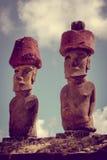 Moais statui miejsca ahu Nao Nao na anakena plaży, Easter wyspa Obrazy Royalty Free