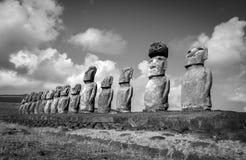 Moais statuy, ahu Tongariki, Easter wyspa Czarny i biały pic Zdjęcie Royalty Free