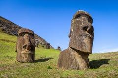 Moais statyer på den Rano Raraku vulkan, easter ö Fotografering för Bildbyråer