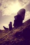 Moais statyer på den Rano Raraku vulkan, easter ö Royaltyfri Foto