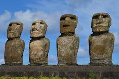 Moais w ceremonialnym estradowym Ahu przy Tongariki plażą, Rapa Nui Wielkanocna wyspa Fotografia Royalty Free