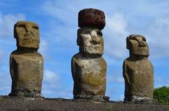 Moais w ceremonialnym estradowym Ahu przy Tongariki plażą, Rapa Nui Wielkanocna wyspa Obraz Royalty Free