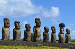 Moais w ceremonialnym estradowym Ahu przy Tongariki plażą, Rapa Nui Wielkanocna wyspa Zdjęcia Stock