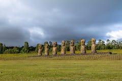 Moaistandbeelden die van Ahu Akivi, enige Moai de oceaan onder ogen zien - Pasen-Eiland, Chili stock afbeelding