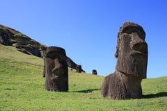 Moaistandbeelden in Rano Raraku, Pasen-Eiland, Chili Royalty-vrije Stock Afbeeldingen