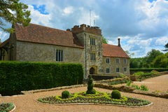 Free Moated Manor House Stock Photography - 43417582