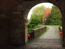 Moated Schlosseingangsbereich Lizenzfreies Stockbild