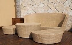 Mobília de vime no recurso luxuoso Fotografia de Stock Royalty Free