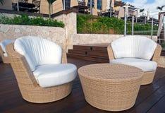 Mobília de vime no recurso luxuoso Imagem de Stock