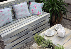 Mobília do terraço da madeira Imagem de Stock Royalty Free