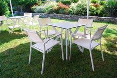Mobília exterior branca Fotos de Stock Royalty Free