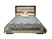Mobília moderna bege cinzenta luxuosa da cama com roupa de cama modelado com a cabeceira de couro de estofamento Tela macia da ve fotos de stock