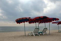 Mobília na praia de Cha am em Phetchaburi, Tailândia Foto de Stock Royalty Free