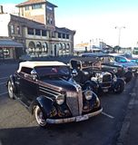 The mob have arrived. A collection of classic cars outside historic hotel royalty free stock photos