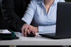 Mobbing bei der Arbeit lizenzfreies stockbild