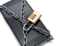 有号码锁挂锁的现代智能手机。mobi的概念 免版税图库摄影
