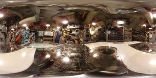 MOBIEL - 12 MEI: Onderzeese USS-Trommel, 360 VR mening binnen van het centrum van het opdrachtbevel dit Gato - klassenonderzeeër, Royalty-vrije Stock Foto's