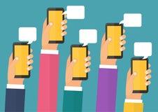 Mobiel onmiddellijk boodschapperspraatje, handen met Royalty-vrije Stock Foto