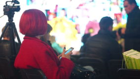 Mobiele de muziekcamera van het telefoonoverleg stock video