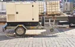 Mobiele Diesel Reservegenerator met Brandstoftanks Openlucht Stock Fotografie