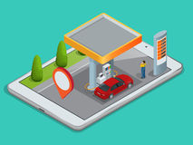 Mobiele GPS-navigatie, benzinestationconcept Bekijk een kaart op de mobiele telefoon op auto en onderzoeks de coördinaten van GPS Stock Fotografie