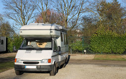 Mobiele kampeerautobestelwagen stock foto