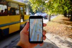 Mobiele navigatie op straat royalty-vrije stock afbeelding