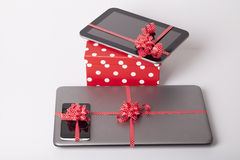 Mobiele telefoon als gift Stock Foto's