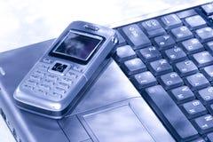 Mobiele telefoon en computer Stock Afbeelding