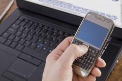 Mobiele telefoon en laptop royalty-vrije stock foto