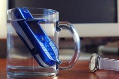Mobiele telefoon in het glas water Stock Fotografie