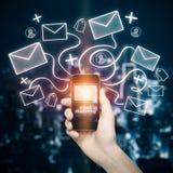 Mobiele telefoon met e-mailnetwerk Stock Foto's