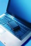 Mobiele telefoon op het toetsenbord stock afbeeldingen