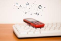 Mobiele telefoon op toetsenbord Stock Foto