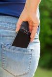 Mobiele telefoon in zak royalty-vrije stock afbeelding