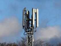 Mobiele Telefoonmast door M25 Motorway, Rickmansworth stock afbeelding